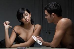 Strip poker spogliarelliste-spogliarelliste